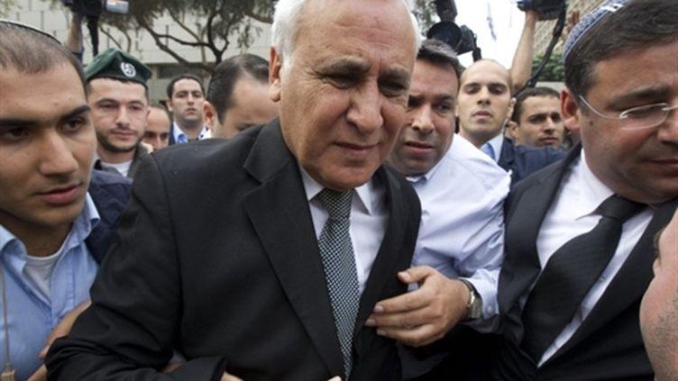 L'ex-président israélien, Moshe Katzav, à la sortie de la Cour de Justice de Tel-Aviv le 30 décembre 2012 (AFP Jack Guez)