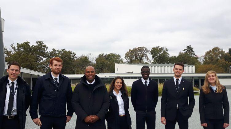 Une partie de la promotion en formation à l'Ecole nationale de l'aviation civile (Enac) de Toulouse, en décembre 2018. (ISABELLE RAYMOND / RADIO FRANCE)