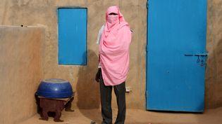 Moussa, un passeur qui emmène chaque semaine plusieurs dizaines de migrants en Libye, à Agadez (Niger) dans le Sahara. (KRISTIN PALITZA / DPA / AFP)