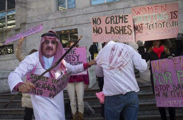 Manifestation devant l'ambassade d'Arabie saoudite à Washington (Etats-Unis) pour la libération du blogueur saoudien RaifBadawi, le 14 janvier 2015.  (  MAXPPP)
