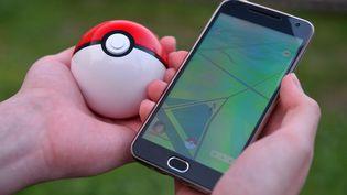 Chasser le Pokémon peut vous conduire dans des endroits dangereux si vous ne faites pas attention. (MAKSIM BOGODVID / SPUTNIK / AFP)