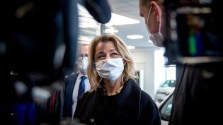 """La ministre de la Transition écologique, Barbara Pompili, à l'occasion de la présentation du projet de loi """"Climat et résilience"""", le 11 février 2021, à Lyon (Rhône). (MARINE GONARD / HANS LUCAS / AFP)"""