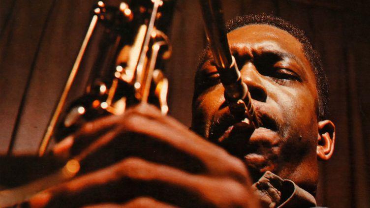 """Détail de la pochette de l'album """"Giant Steps"""" de John Coltrane (1959), sorti à l'époque sur le label Atlantic."""