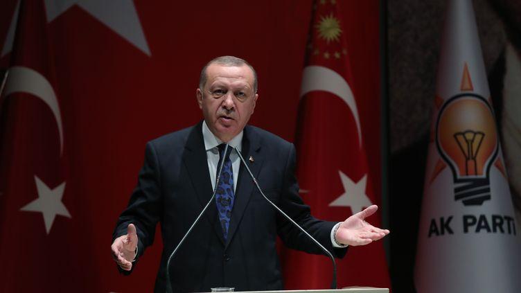Le président turc Recep Tayyip Erdogan, lors d'un meeting au siège du parti AKP, jeudi 26 décembre 2019 à Ankara (Turquie). (MURAT KULA / ANADOLU AGENCY / AFP)