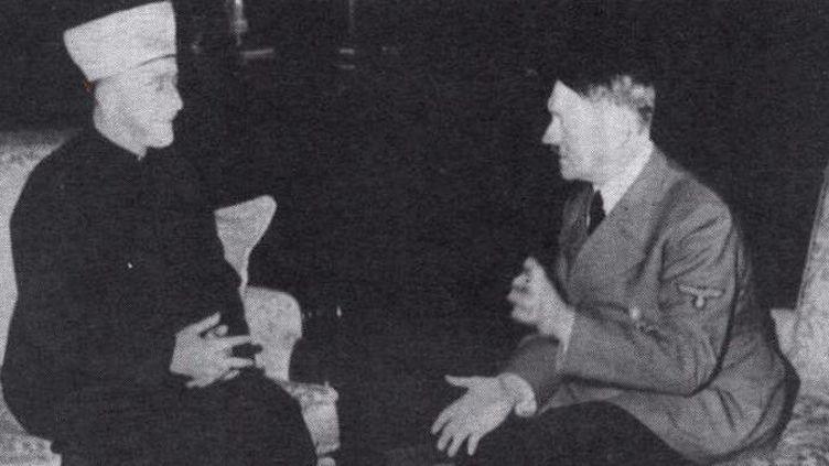 Rencontre le 30 novembre 1941 entre le grand mufti de Jérusalem, Amin al-Husseini et Adolf Hitler. (HO / AFP)