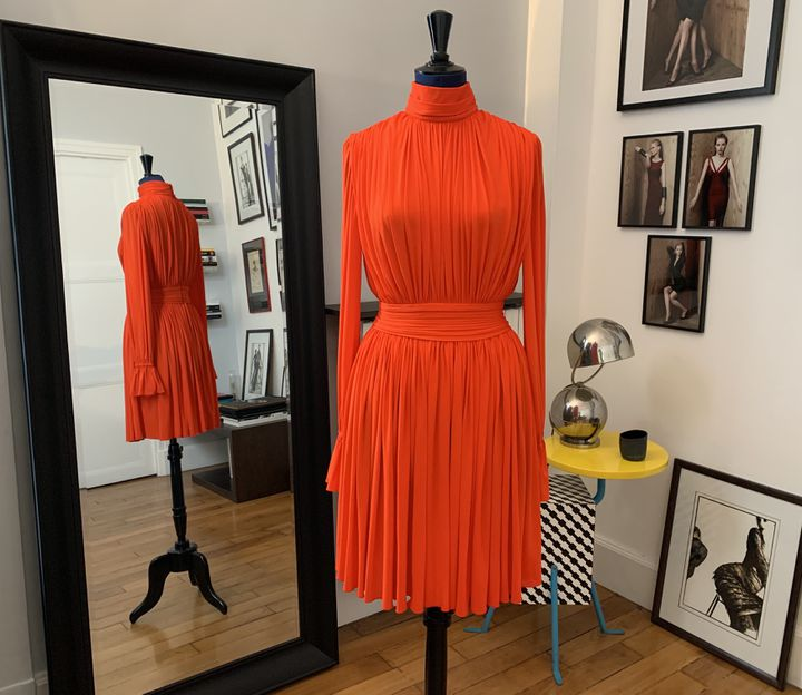 Un modèle de la nouvelle collection d'Hervé L. Leroux, la maison est relancée par la soeur du créateur, février 2020 (Hervé L. Leroux)