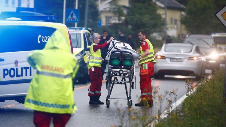 Des véhicules d'urgence près du centre islamique Al-Noor, le 10 août 2019, à Baerum à Oslo ,en Norvège. (TERJE PEDERSEN / NTB SCANPIX)
