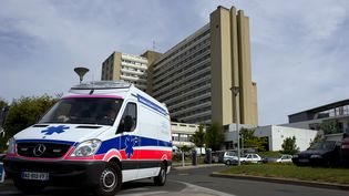 Entrée du CHU de Poitiers (illustration). (GUILLAUME SOUVANT / AFP)