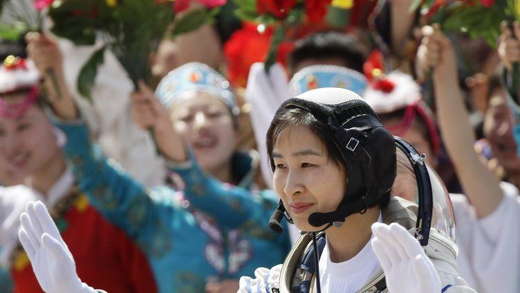 """Liu Yang, 33 ans, a décollé à bord du vaisseau Shenzhou IX avec deux autres """"taïkonautes"""", le 16 juin 2012. La Chine est le troisième pays, après les Etats-Unis et la Russie à envoyer une femme dans l'espace grâce à sa propre technologie. (JASON LEE / REUTERS)"""