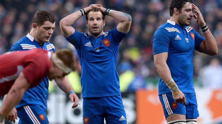 Frédéric Michalak (au centre), pendant le match du XV de France contre le Pays de Galles, au Stade de France, le 9 février 2013. (FRANCK FIFE / AFP)