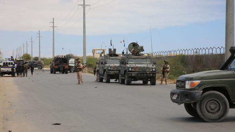 Déploiement de forces après l'assaut des Shebab, affiliés à al-Qaïda, contre la base de lancement de drones des forces spéciales américaines de Baledogle, le 30 septembre 2019,à une centaine de km au nord-ouest de la capitale Mogadiscio. (SADAK MOHAMED / ANADOLU AGENCY)