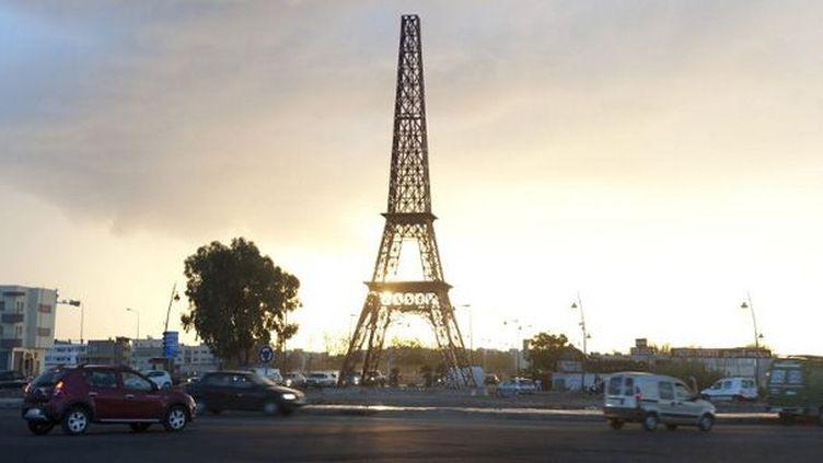 La réplique de la Tour Eiffel, installée sur un rond-point de Fès (Maroc), a disparu (ici le 20 octobre 2012)  (Fadel Senna / AFP)