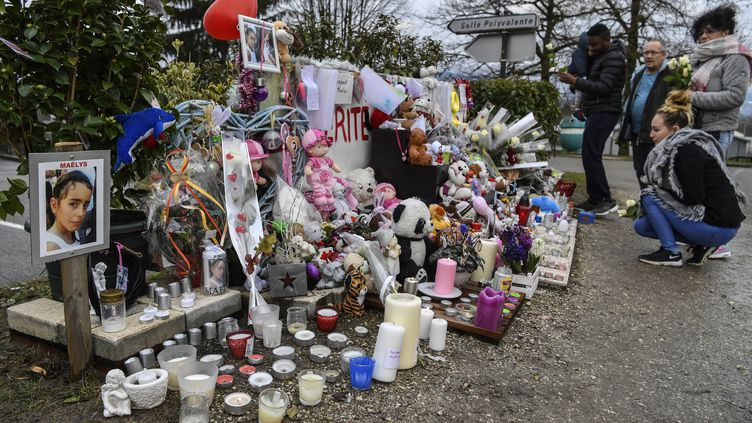 Mémorial pour Maëlys, le 15 février 2018, à Pont-de-Beauvoisin (Isère). (PHILIPPE DESMAZES / AFP)