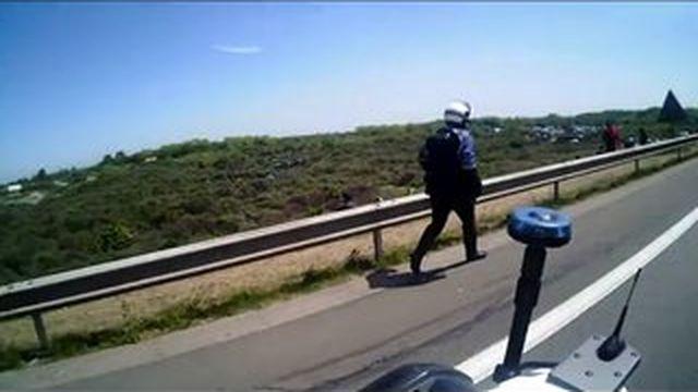 Calais : les CRS mettent en ligne des vidéos pour dénoncer la violence des migrants