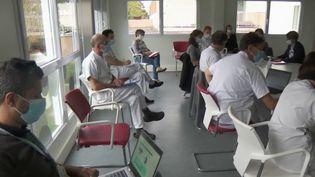 Coronavirus : l'hôpital de Villefranche-sur-Saône en grande difficulté (France 2)