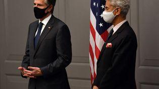 Le secrétaire d'État américain Antony Blinken (gauche) aux côtés du ministre indien des Affaires étrangères, Subrahmanyam Jaishankar, à l'issue d'une réunion du G7 à Londres (Grande-Bretagne), le 3 mai 2021. (BEN STANSALL / AFP)