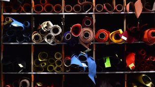 Des pièces de cuir Louis Vuitton stockées dans une usine deJuilley en France, en 2018 (LOIC VENANCE / AFP)