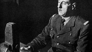 Le général de Gaulle lors de l'appel du 18 juin 1940, au micro de la BBC, à Londres. (BBC / AFP)