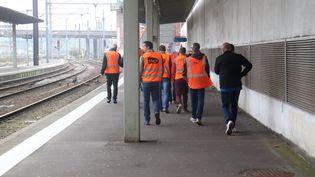 Des cheminots de la SNCF à la gare de Lille-Flandres (FRANÇOIS CORTADE / RADIO FRANCE)
