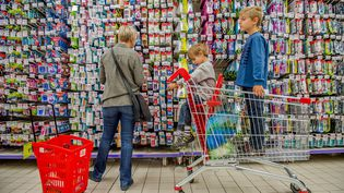 """""""Il faut que la grande distribution joue le jeu du 'patriotisme alimentaire' en mettant davantage en avant nos produits dans les magasins"""", a insisté Manuel Valls, le 20 octobre 2014. (PHILIPPE HUGUEN / AFP)"""