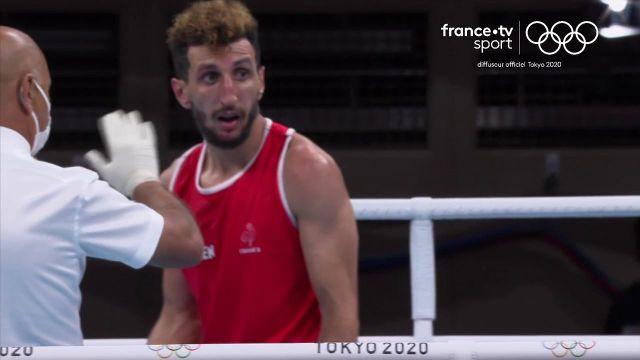 Encore une décision litigieuse en boxe. Sofiane Oumiha stoppé en huitièmes de finale face à l'Américain Keyshawn. Brahim Asloum n'en revient pas.