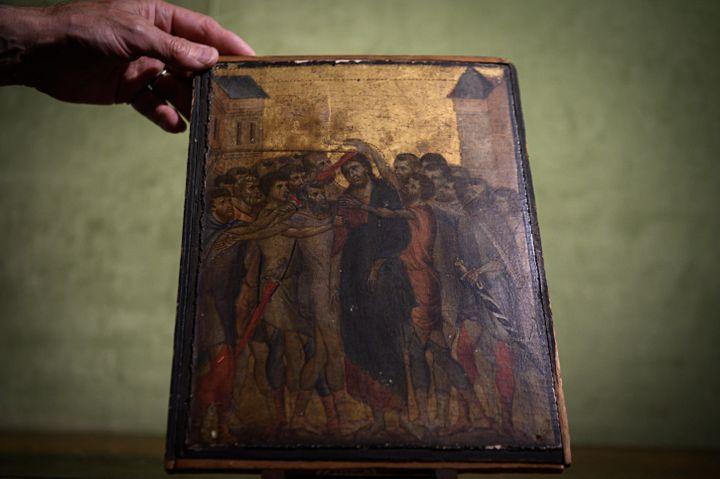 """""""Le Christ moqué"""" de Cimabue, présenté le 23 septembre 2019 à Paris (PHILIPPE LOPEZ / AFP)"""