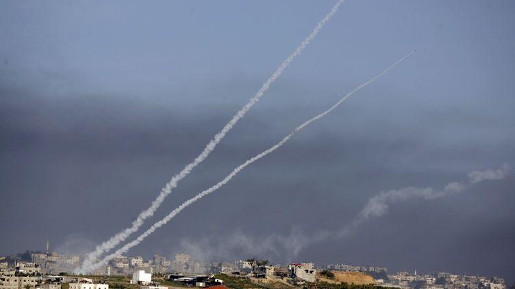 Un tir de roquettes depuis la bande de Gaza, le 4 janvier 2009. (PATRICK BAZ / AFP)