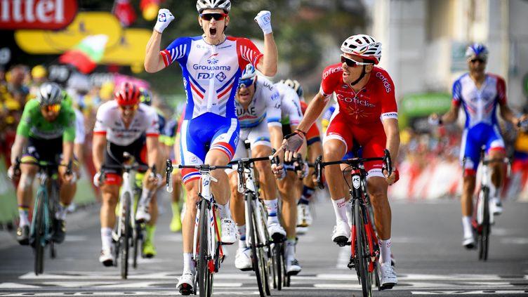Arnaud Démare s'impose à Pau, lors de la 18e étape du Tour de France, le 26 juillet 2018. (YORICK JANSENS / BELGA MAG)