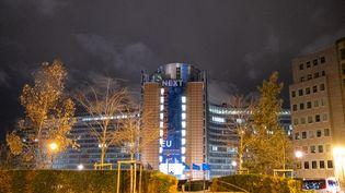Le siège de la Commission européenne, à Bruxelles, le 11 mars 2021. (MARTIN BERTRAND / AFP)