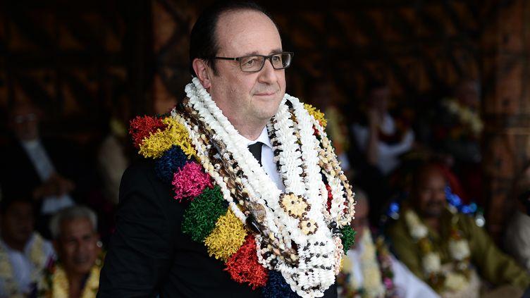 François Hollande lors d'une cérémonie traditionnelle, à Wallis, le 22 février 2016. (STEPHANE DE SAKUTIN / AFP)