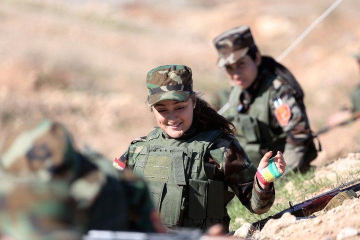 Des combattantes kurdes s'engagent à combattre l'organisation extrémiste Daech. (HAMIT HUSEYIN / ANADOLU AGENCY/AFP )
