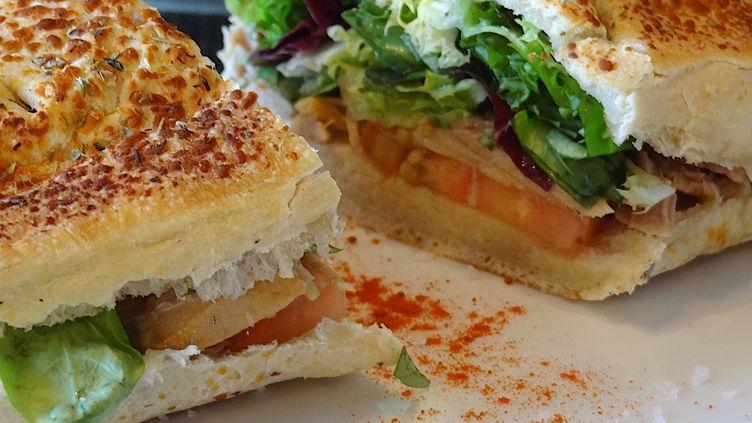 Un sandwich. (PATRICK LEFEVRE / MAXPPP)
