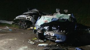 Six personnessont mortes et une autre a été gravement blessée dans un accident de la route survenu, samedi 1er avril 2017, à Montcenis (Saône-et-Loire). (ANTHONY BORLOT/FRANCE 3)