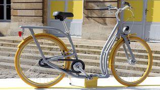 Le Pibal, vélo hybride de Philippe Starck créé spécialement pour Bordeaux.  (Jean-Pierre Muller / AFP)