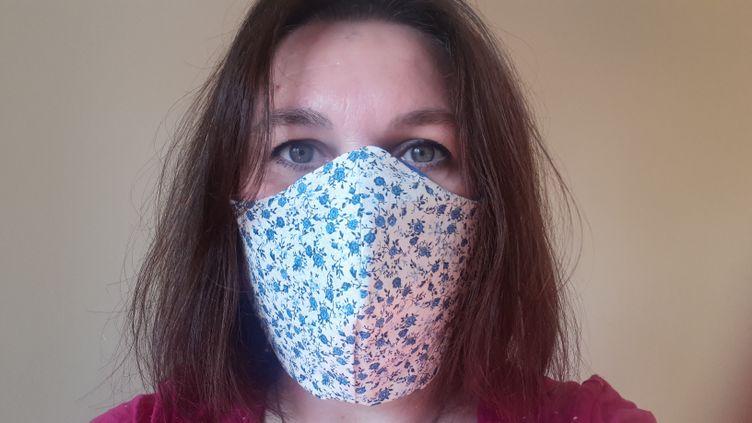 """Masque artisanal ou """"alternatif"""", en tissu,pour lutter contre la propagation de l'épidémie de coronavirus. (STÉPHANIE BERLU / FRANCEINFO / RADIO FRANCE)"""