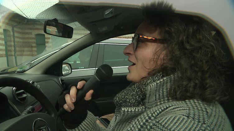 Répétition d'une chorale Gospel dans la voiture à Looos dans le Nord (France 3)