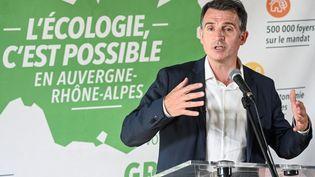 Le maire de Grenoble, Eric Piolle, le 26 mai 2021, à Lyon, lors d'une conférence de presse. (PHILIPPE DESMAZES / AFP)