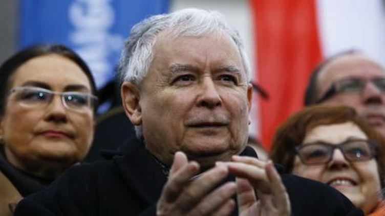 Jaroslaw Kaczynski, président du parti conservateur PiS, catholique fervent et homme fort de la Pologne, lors d'une manifestation pro-gouvernementale à Varsovie le 13 décembre 2015. (REUTERS - Kacper Pempel)