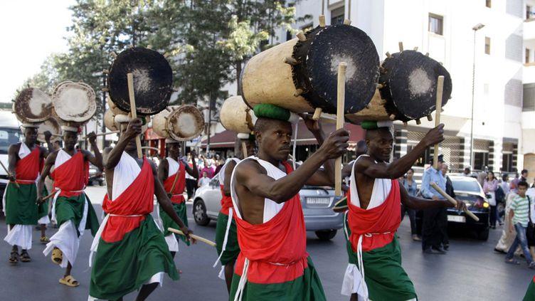 Parade de tambours du Burundi à Rabat, au Maroc, le 3 juin 2014  (Mustapha Houbais / Anadolou Agency / AFP)