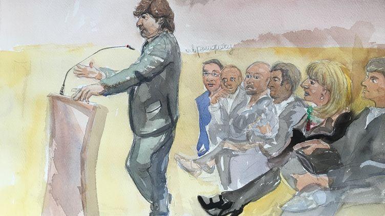 Michel Neyret devant le tribunal correctionnel de Paris, le 2 mai 2016. (ELISABETH DE POURQUERY / FRANCETV INFO)