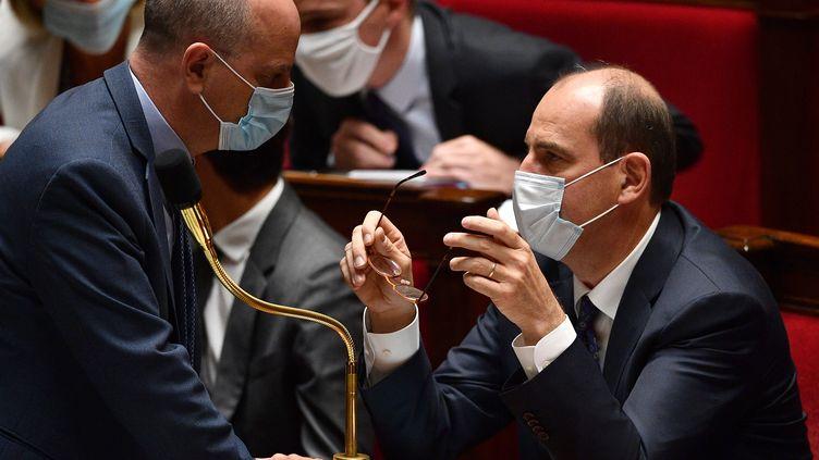Le ministre de l'Education, Jean Michel Blanquer, et le Premier ministre, Jean Castex, à l'Assemblée nationale, le 8 juillet 2020. (CHRISTOPHE ARCHAMBAULT / AFP)