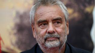 Le réalisateur Luc Besson, sur un tapis rouge à Baden-Wurtemberg en Allemagne, le 12 septembre 2018. (PATRICK SEEGER / DPA)