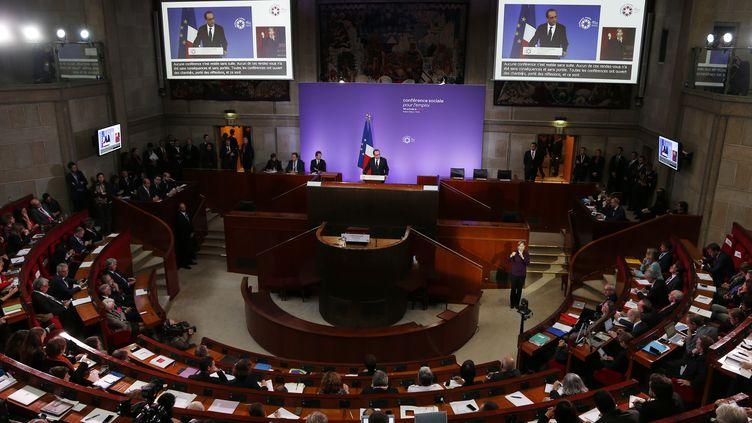 François Hollande prononce le discours d'ouverture de la Conférence sociale de 2015 pour l'emploi, le 19 Octobre 2015 (THOMAS SAMSON / AFP)