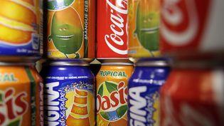 Des canettes de sodas dans un réfrigérateur, le 8 septembre 2011 à Paris. (JOEL SAGET / AFP)