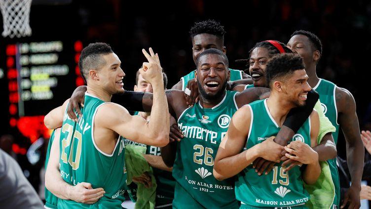La joie des joueurs de Nanterre (THOMAS SAMSON / AFP)