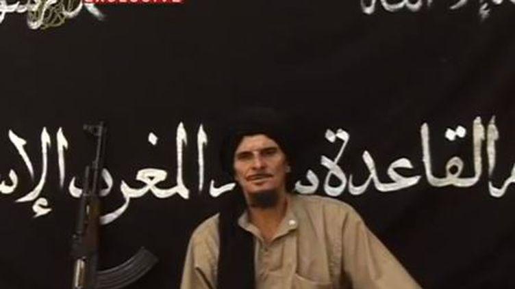 Gilles Le Guen dans une vidéo diffusée sur YouTube le 9 octobre 2012. Il y met en garde la France pour son intervention militaire au Mali. (SAHARA MEDIAS / FRANCETV INFO)
