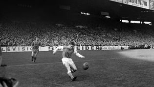 Le footballeur Raymond Kopa, le 27 octobre 1960. (AFP)