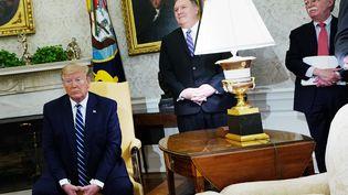 Donald Trump dans le bureau ovale, à Washington, le 20 juin 2019. (MANDEL NGAN / AFP)
