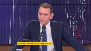 Laurent Jacobelli porte-parole du Rassemblement national, le samedi 2 octobre sur franceinfo. (FRANCEINFO / RADIOFRANCE)