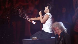Lady Gaga with Brian May, on guitar, perform at the MTV Video Music Awards on Sunday Aug. 28, 2011, in Los Angeles  (Matt Sayles/AP/SIPA)